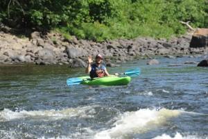 Un kayak de sécurité vous accompagne en tout temps sur l'eau